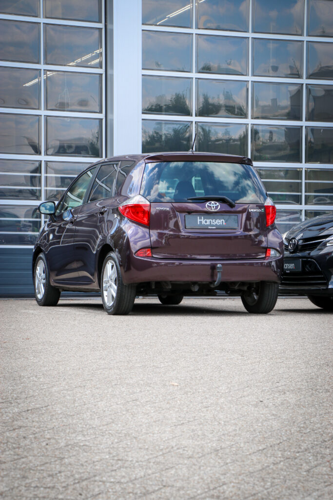 Toyota Verso-S paars occasion Venray