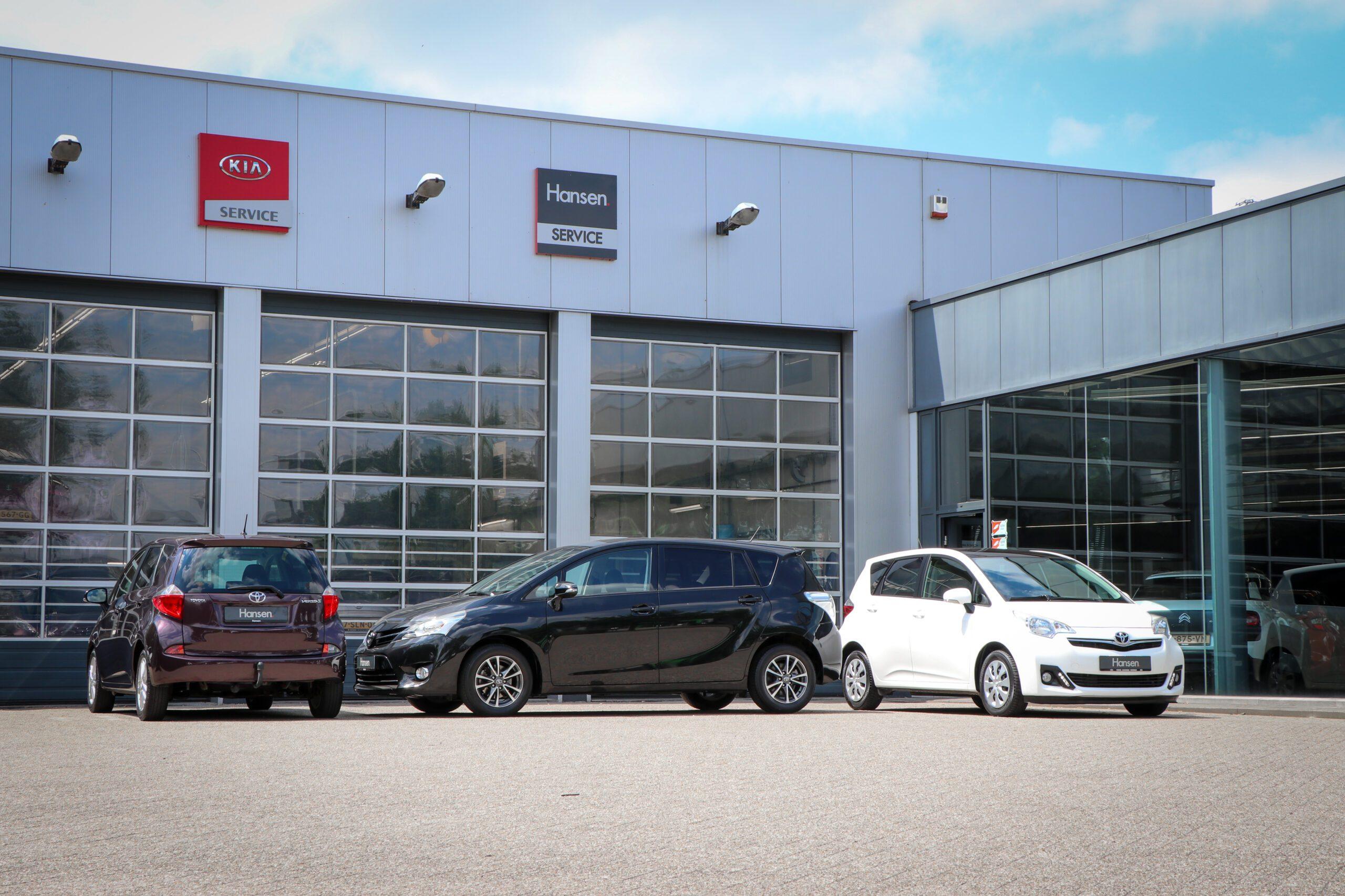 Toyota Verso-S wit paars zwart